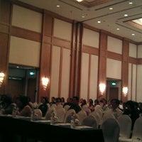 Photo taken at AVANI Atrium Bangkok by Mirumo on 1/21/2012