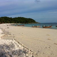 Photo taken at Green View Beach Resort by Pedro R. on 8/16/2012