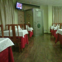 Photo taken at Restaurante Chino Luna by Raúl A. M. on 9/30/2011