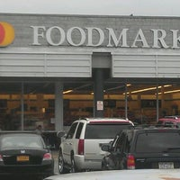 Photo taken at ACME Markets by Claribel P. on 8/27/2011