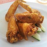 Photo taken at You Huak Restaurant (Sembawang White Beehoon 三巴旺白米粉) by Johnson W. on 8/9/2012