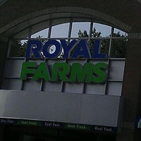 Photo taken at Royal Farms by Leo B. on 9/30/2011