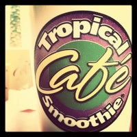 Photo taken at Tropical Smoothie Café by Baby Belly P. on 10/2/2011