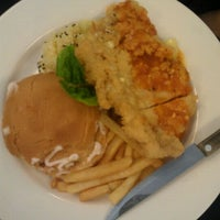 Photo taken at Birdman Cafe & Restaurant by 賢 Sean E. on 4/23/2011