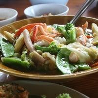 Photo taken at Ruen Thai Kung Pao by Sorasak M. on 7/17/2012