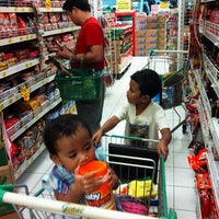 Photo taken at Giant by Yudha T. on 7/29/2012