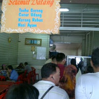 Photo taken at Kuih Udang + Nasi Ayam Tepi Padang,semenyih by Kamil A. on 11/13/2011