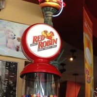 Photo taken at Red Robin Gourmet Burgers by Big Buda™ on 8/25/2012