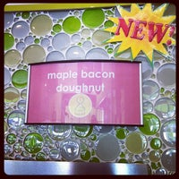 Photo taken at Menchies Frozen Yogurt by Dawn C. on 10/21/2011
