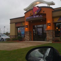 Photo taken at Taco Bell by Jessica R. on 9/7/2011