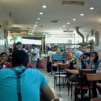 Photo taken at Nasi Ayam Hainan Chee Meng by Fakrul F. on 10/1/2011