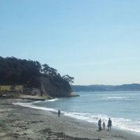 Photo taken at 稲村ヶ崎海岸 by Kazuhito M. on 9/24/2011