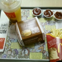 Photo taken at McDonald's by Gustavo H. T. on 1/29/2012