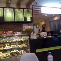 Photo taken at Moonleaf Tea Shop by Jun O. on 8/5/2012