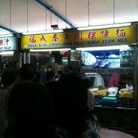 Photo taken at Pasar 16 @ Bedok (Bedok South Market & Food Centre) 栢夏坊 by Jeremy H. on 2/6/2011