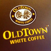 Photo taken at OldTown White Coffee by Hamzah M. on 7/5/2012