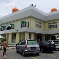 Photo taken at Masjid Telipot (مسجد تليڤوت) by Mazlan H. on 8/24/2012