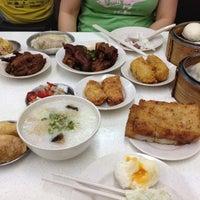 Photo taken at Swee Choon Tim Sum Restaurant by Chris K. on 8/31/2012