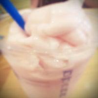Photo taken at EDIYA COFFEE by 이정미 on 9/14/2011