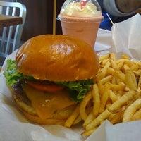 Photo taken at Burger Moovment by Emilia J. on 6/11/2011