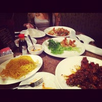 Photo taken at 888 Vietnamese Restaurant by tiffani ⚓. on 6/16/2012
