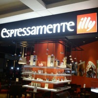 Photo taken at Espressamente Illy by Dhias y. on 9/13/2012