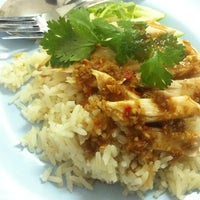 Photo taken at ข้าวมันไก่ ลุงหมิง by iThedook on 8/27/2012