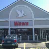 Photo taken at Wawa Food Market #8013 by James The Blueprint W. on 10/8/2011