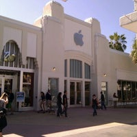 Photo taken at Apple Lincoln Road by Patrick C. on 11/5/2011