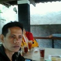 Photo taken at Taman Santap Rumah Kayu by Benz H. on 11/9/2011