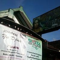 Photo taken at Gudeg Yu Djum by Diyan S. on 12/26/2011