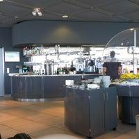 Foto tirada no(a) Lufthansa Business Lounge / Tower Lounge (Non Schengen) por Tanner S. em 8/8/2012