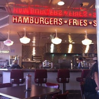 Photo taken at Johnny Rockets by Beatriz V. on 3/7/2012