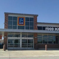 Photo taken at Aldi by Evelyn B. on 7/23/2011