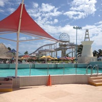 Photo taken at Wet 'n Wild by Jerry M. on 4/28/2012
