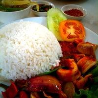 Photo taken at Bali Bali Restaurant by su ling o. on 1/18/2011