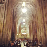Photo taken at Cathedral of Learning by Jiashu W. on 12/5/2011