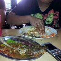 Photo taken at Restoran Causeway Nasi Padang Ina by Hafiz on 9/29/2011
