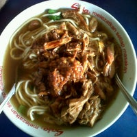 Photo taken at Mie ayam sidosermo indah by yeny a. on 9/26/2011