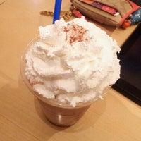 Photo taken at EDIYA COFFEE by szz on 3/6/2012