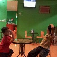 Photo taken at Ayam Bakar Maknyuusss by Ari S. on 5/26/2012