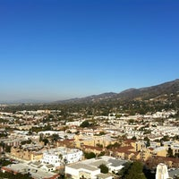 Photo taken at Hilton Los Angeles North/Glendale & Executive Meeting Center by Victor H. on 12/28/2011