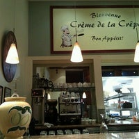 Photo taken at Crème de lâ Crepe Bistro by HOPE on 12/2/2011
