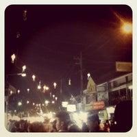 Photo taken at Chiang Rai Walking Street by Papaploy K. on 11/12/2011