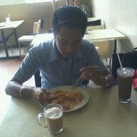 Photo taken at Restoran Latif Ibrahim by Musyrif A. on 9/12/2011