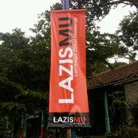 Photo taken at LAZISMU YOGYAKARTA by Sigit N. on 11/11/2011