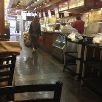Foto tirada no(a) Gigi Cafe por Shawn L. em 4/17/2012