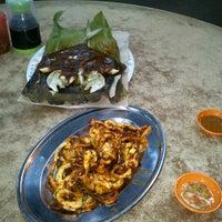 Photo taken at Restoran Leong @ Kemaman by Clerance Balang R. on 9/3/2012