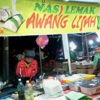 Photo taken at Nasi Lemak Wan Ahmad by damhanaw on 9/27/2011