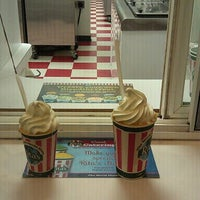 Photo taken at Rita's Italian Ice by Emil S. on 9/6/2011